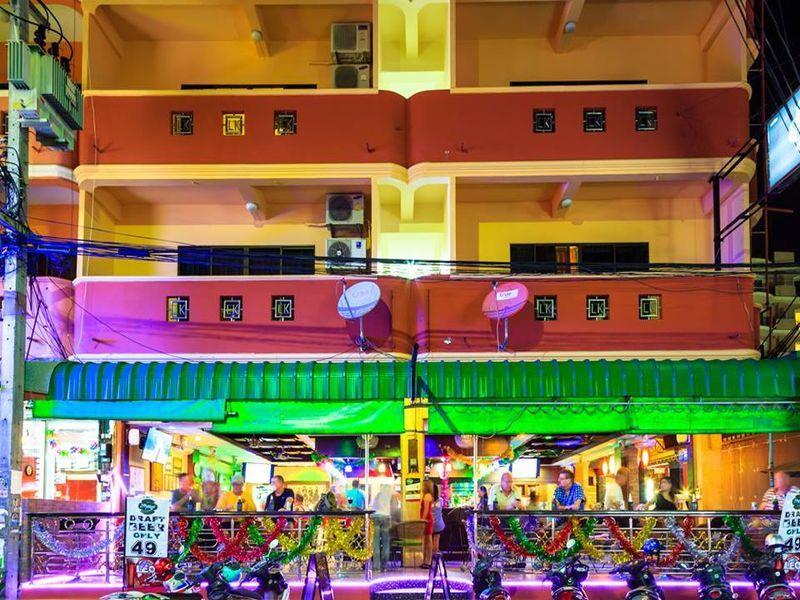 Harry S Apartments Bar Restaurant Pattaya Thailand