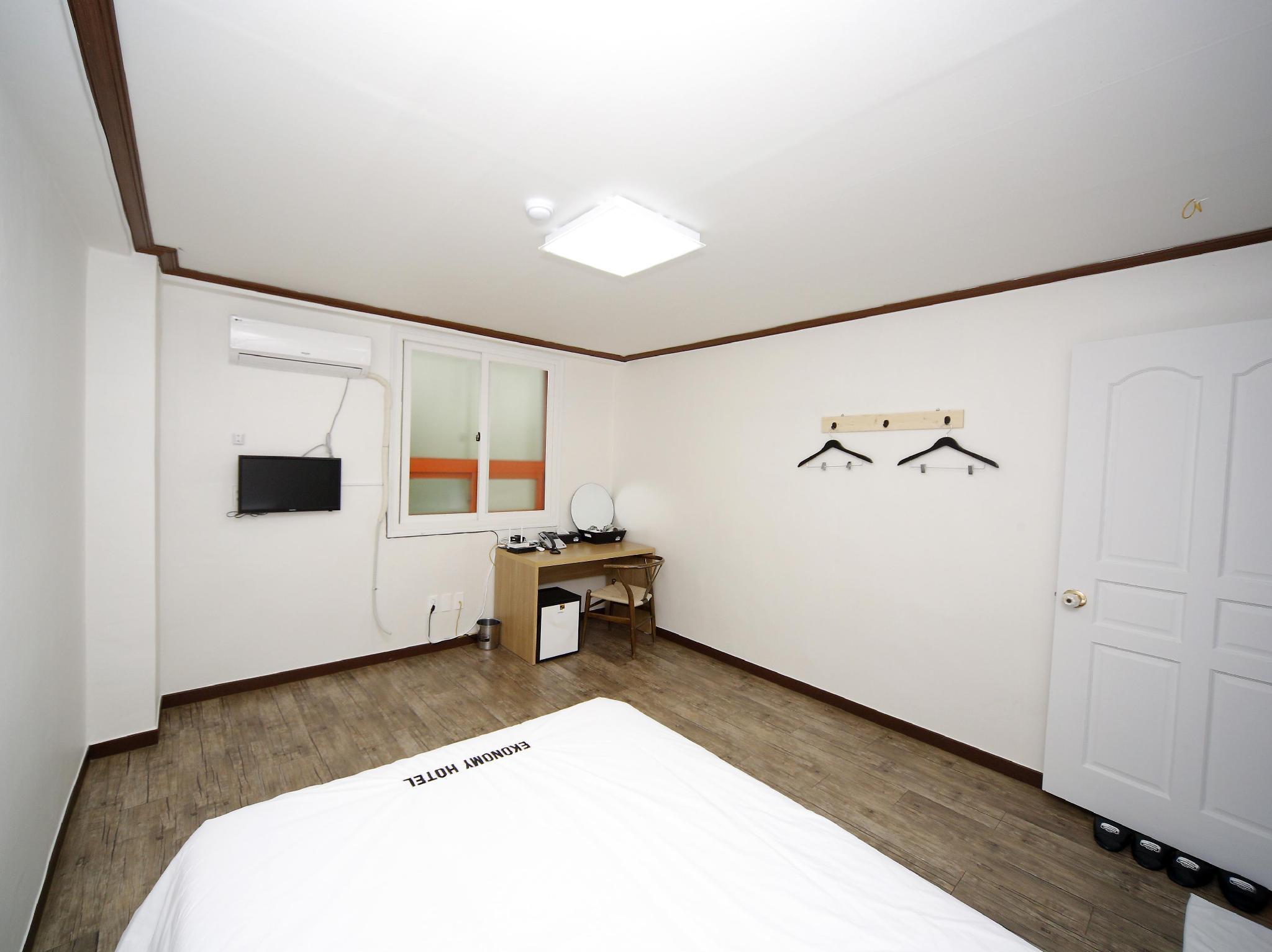 Ekonomy Hotel Mokpo Si South Korea