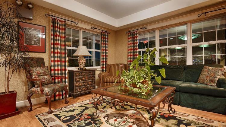 Best Western Cedar Inn and Suites