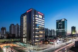 首爾新道林華美達酒店 Ramada by Wyndham Seoul Sindorim