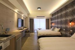 MRT Taipei main station#Cozy room for 3-4 persons MRT Taipei main station#Cozy room for 3-4 persons