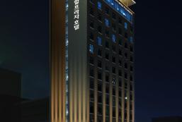 中央廣場酒店 Central Plaza Hotel