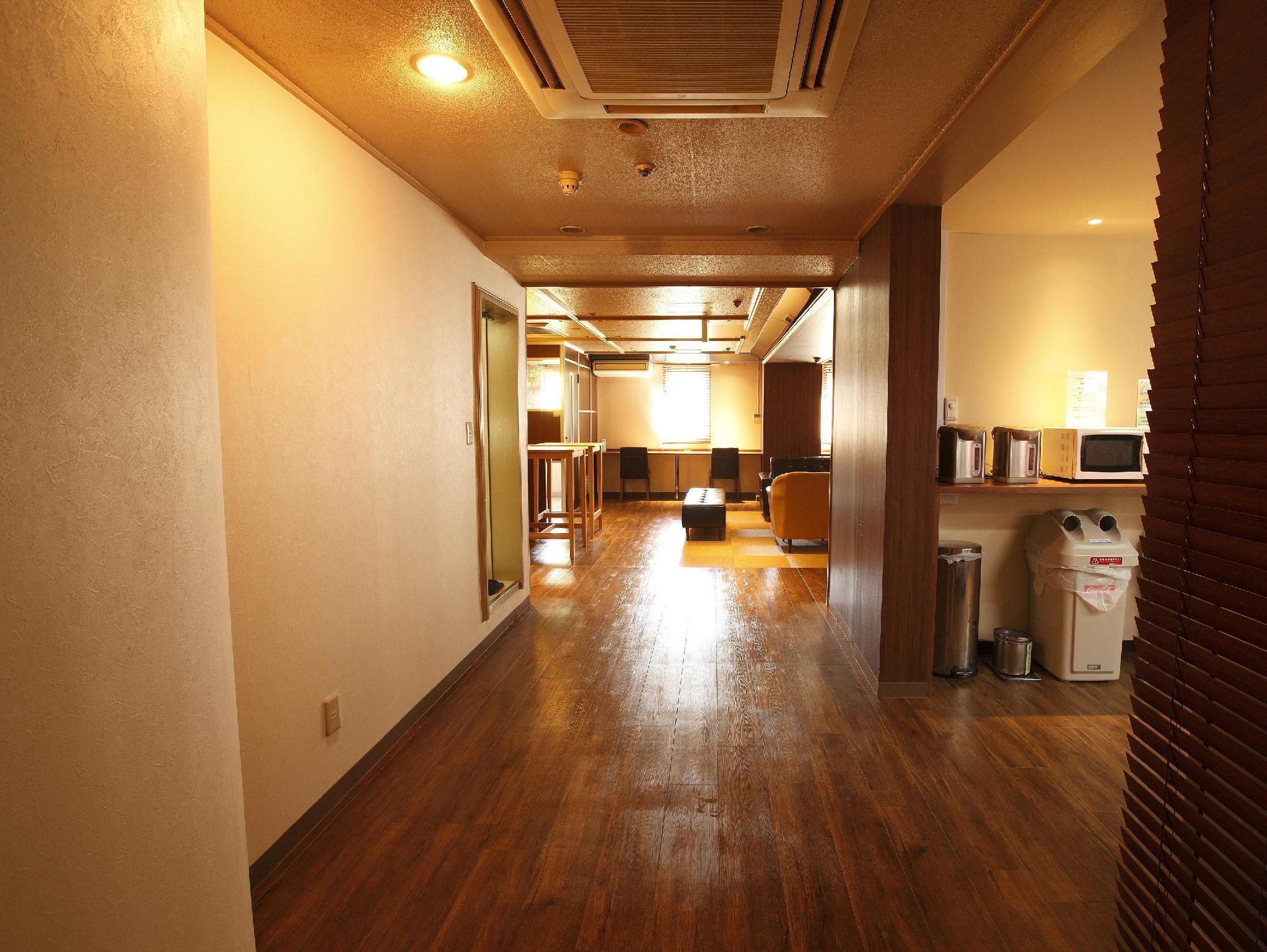 Shinjuku Kuyakusho-mae Capsule Hotel In