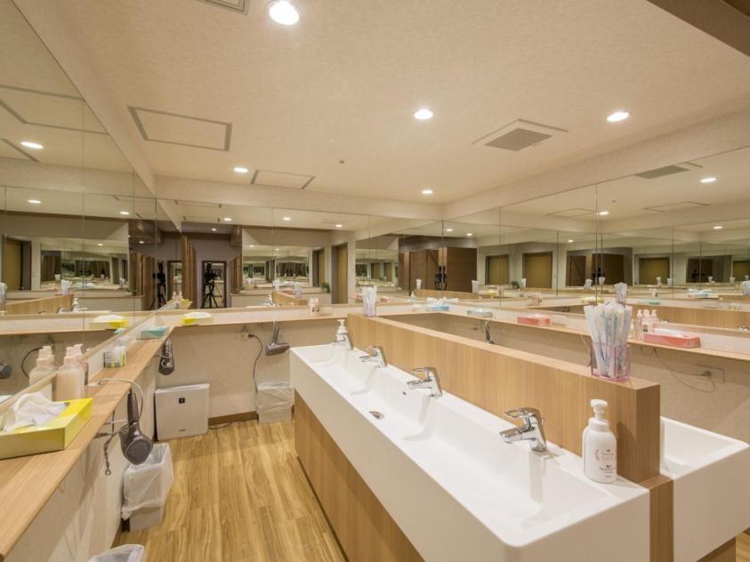 Bathroom at Shinjuku Capsule Hotel | Ummi Goes Where?
