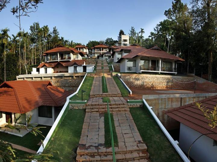 Hill Tree Inn Resort