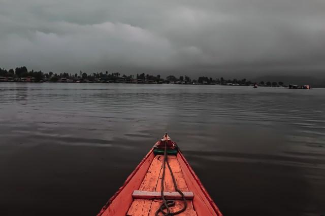 Shikha Ride on Dal lake