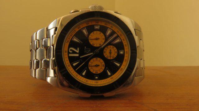 An analog wristwatch