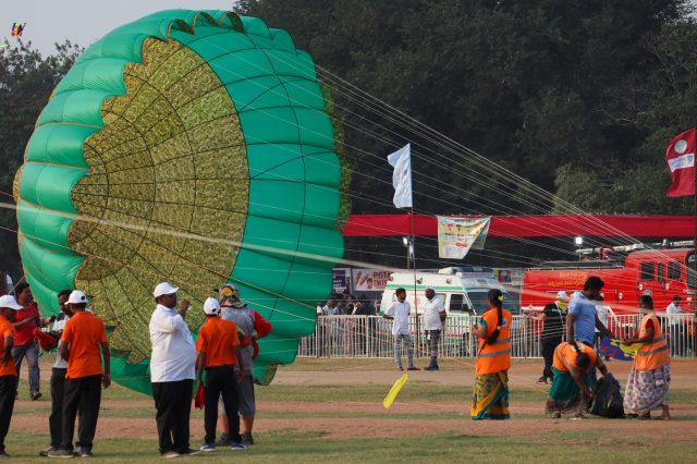 Preparing a parachute to fly