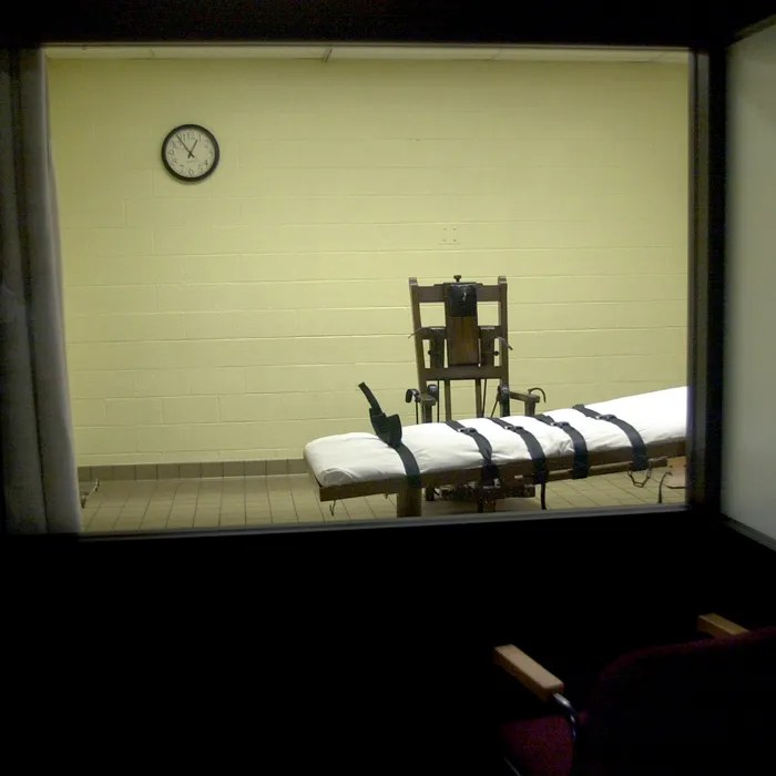 death by electric chair video bistro table and chairs indoor tennessee man is first killed since 2013 u s inmate in five years