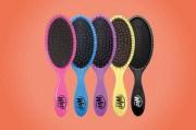 brush detangling hair