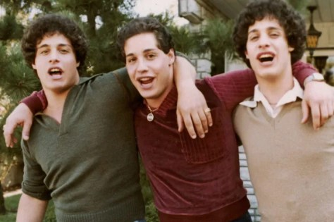 https://i0.wp.com/pixel.nymag.com/imgs/daily/vulture/2018/06/25/25-three-identical-strangers.w710.h473.jpg?w=474&ssl=1