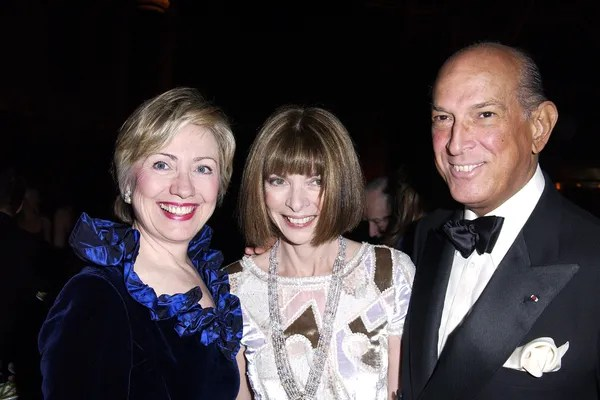 Senator Hillary Rodham Clinton (D-NY), Anna Wintour and Oscar de la Renta (Photo by Jeff Vespa Archive/WireImage)