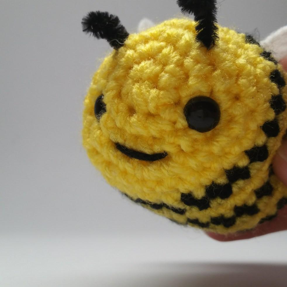 lalylala Crochet Kit Bee Amigurumi Honey Bumble Poppy – Life Cycle ... | 982x982