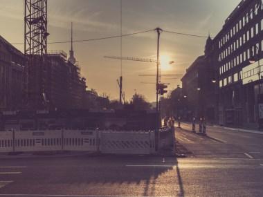 Mitte(n) im Sonnenaufgang