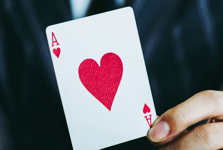 Brick and Mortar vs Online Casinos – The Game is ON