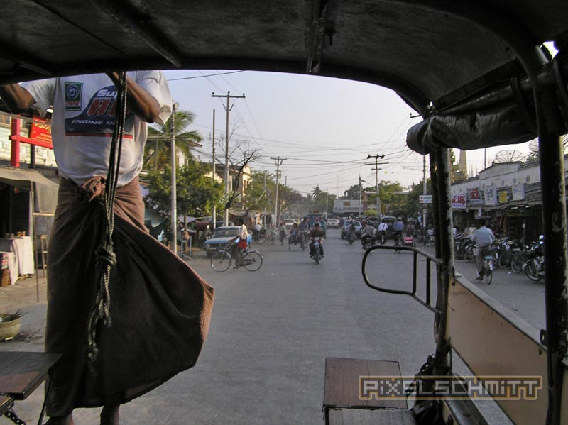 Unterwegs zum Mandalay Hill im Pick-Up-Taxi.