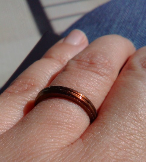 Close-up: my Poseidon-colored, countour, halo-width Enso ring on my finger