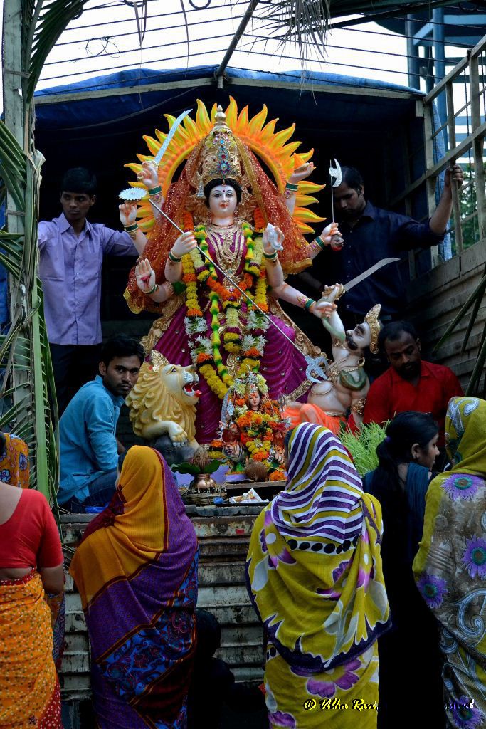 A tempo carries an idol of Goddess Durga for immersion