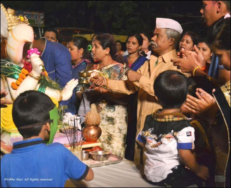 A final aarti is performed before the Ganesh idol is sent for visarjan