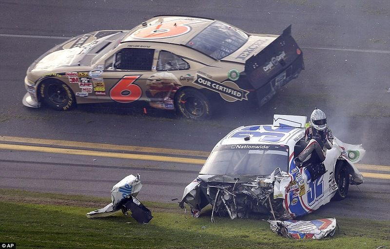 Wallpaper Accident Cars Serious Accident In Nascar Daytona 500 Part 500 Vehicles
