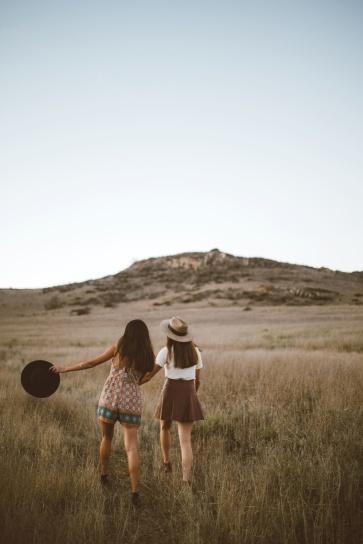 Imagen gratis gente mujeres amigos chicas hierba