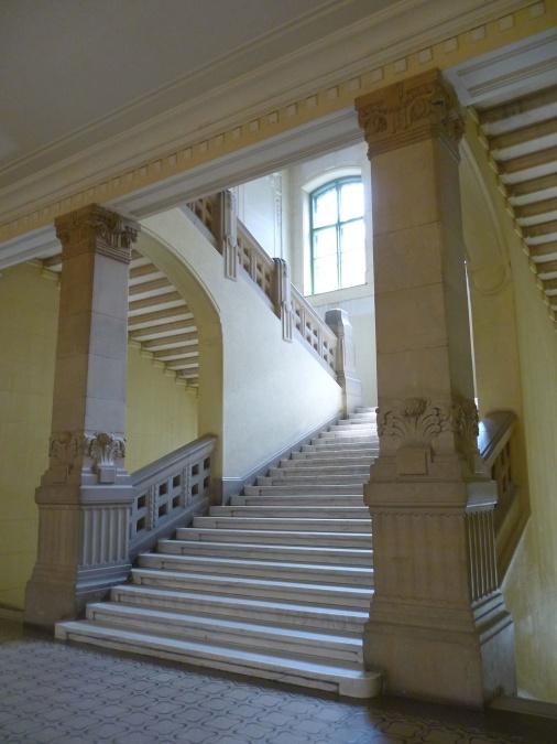 Imagen gratis edificio interior escaleras saln