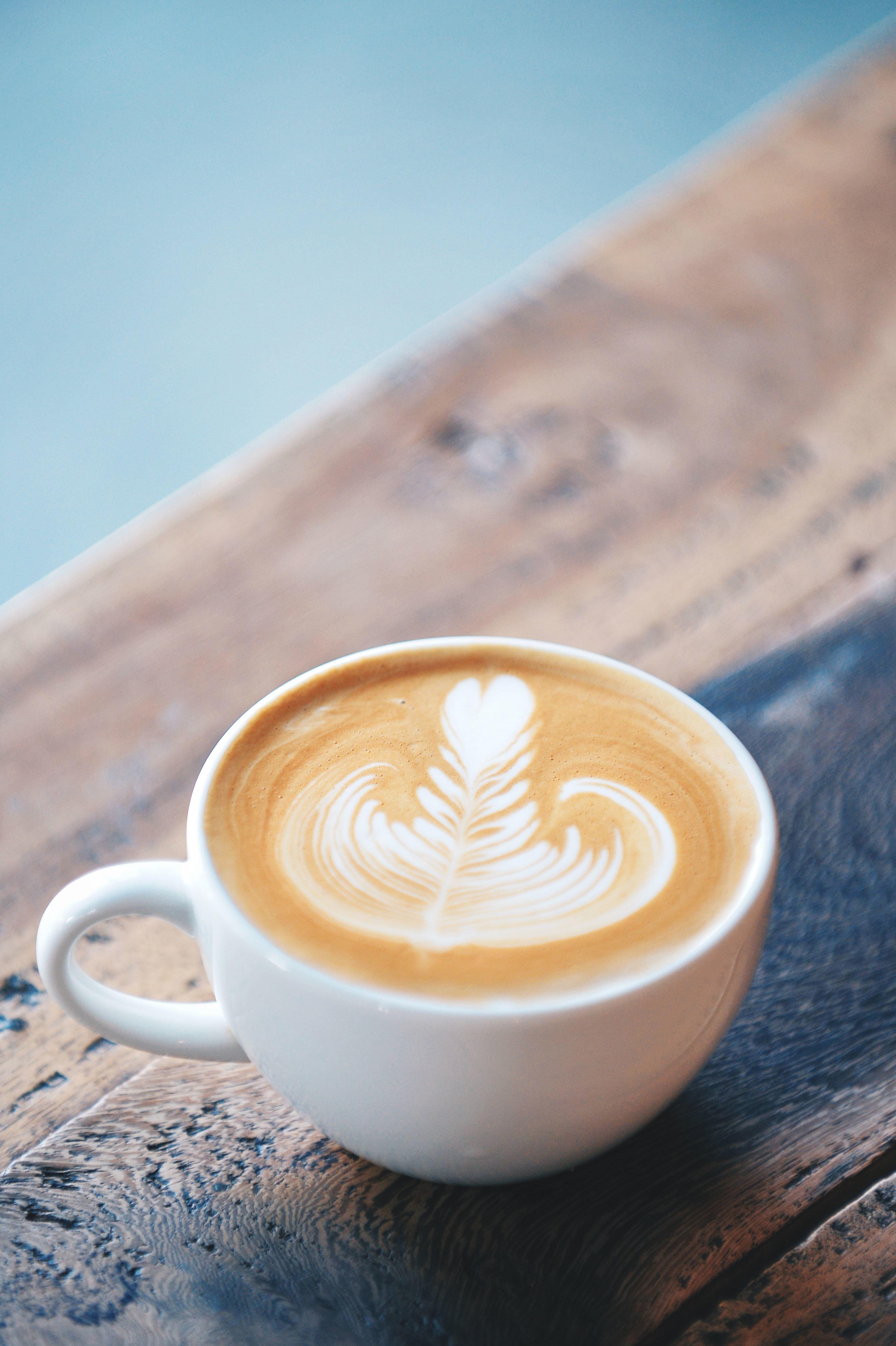 Imagen gratis leche taza de caf mesa madera bebida