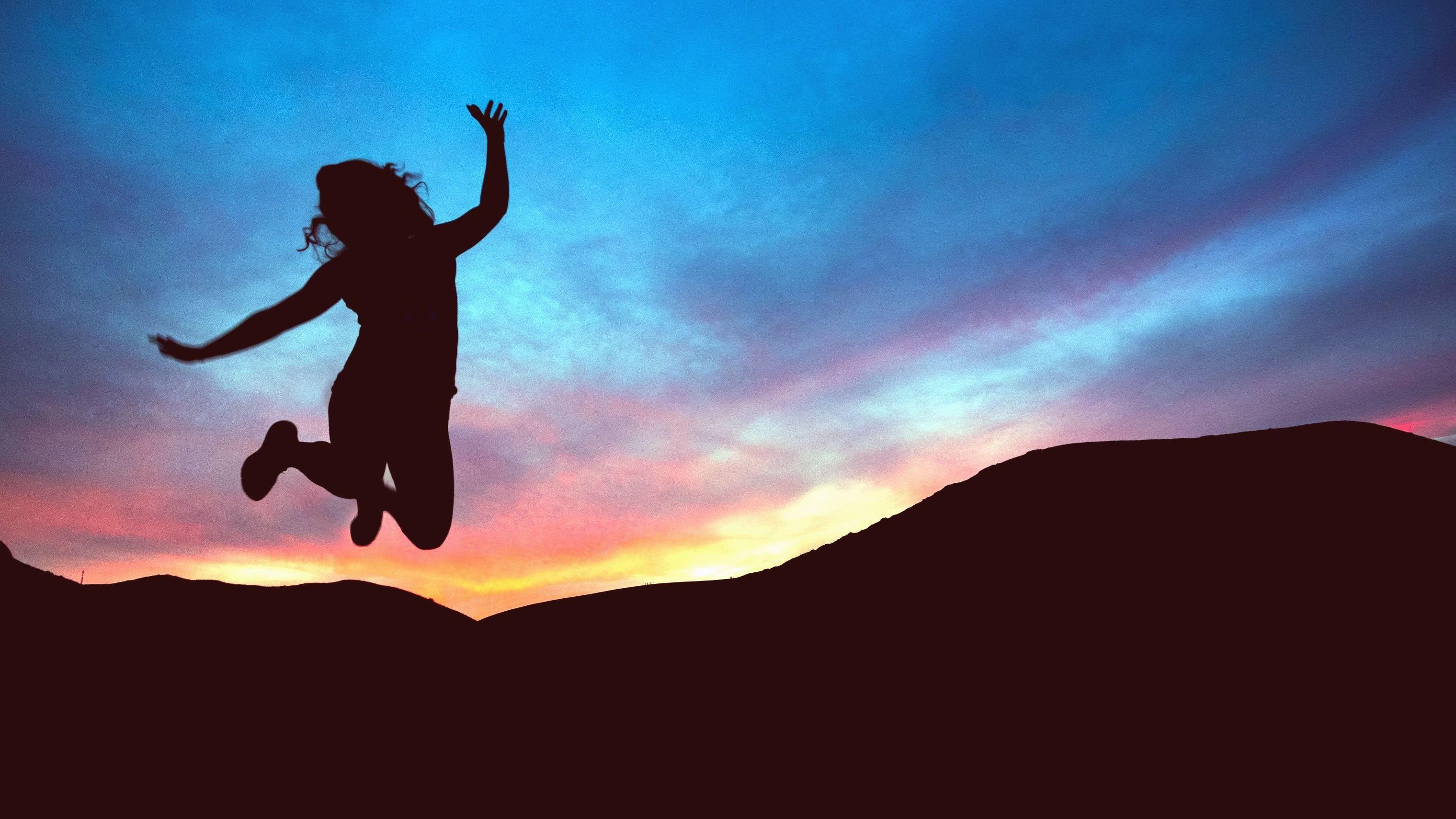 Happy Winter Girl Wallpaper Free Picture Girl Silhouette Mountain Jump Sunset