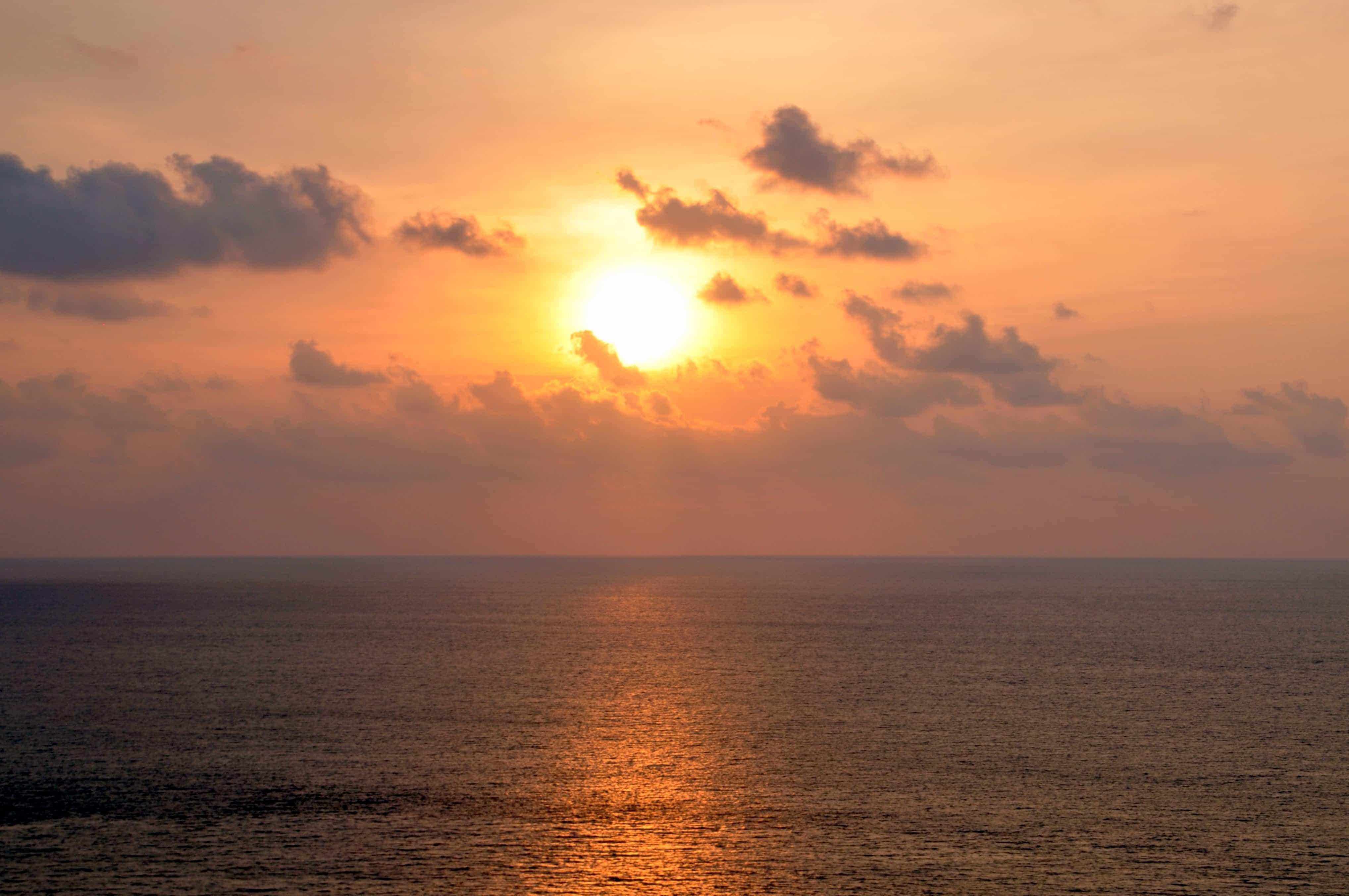 Iphone Wallpaper Cloud Free Picture Sunrise Sunlight Dawn Sun Water Sea