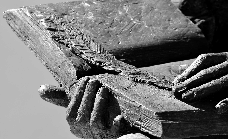 Imagen gratis arte estatua libro piedra pluma mano