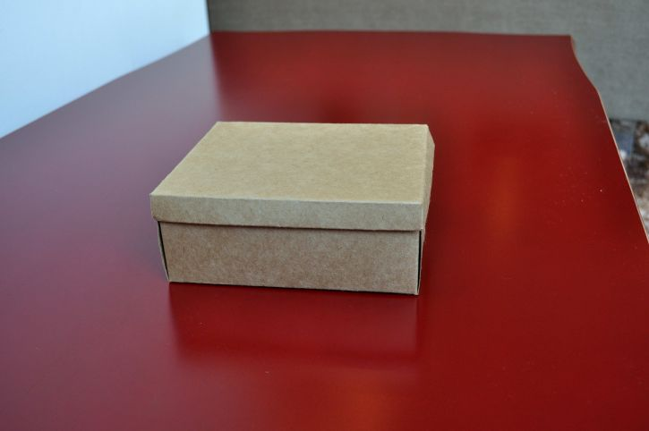 Free picture cardboard box table