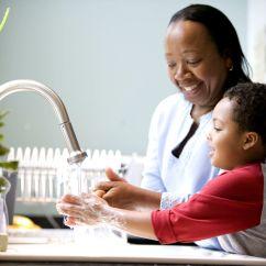 Kitchen Kid Granite Countertops Cost 免费照片 孩子 妈妈 笑 厨房