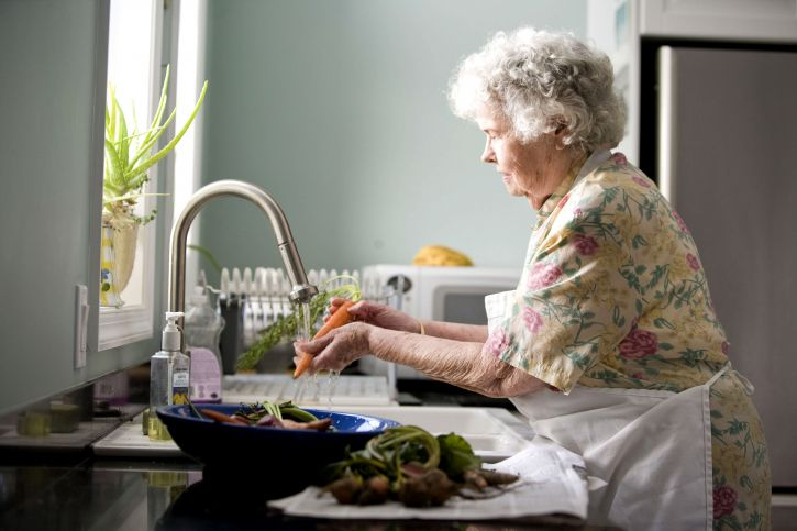 Free picture elderly woman kitchen process washing food fresh water