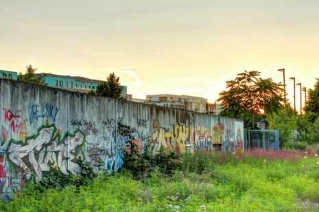 Mauerreste im Park am Nordbahnhof