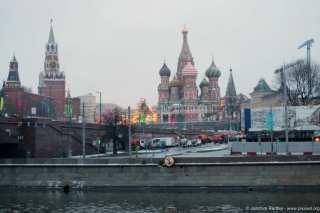 Blick über Fluß Moskwa Richtung Kreml, roten Platz und der Basilius-Kathedrale.
