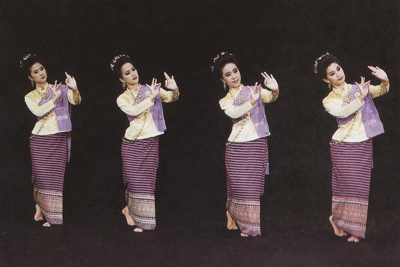 Experiencing Silk Weaving Dance  Piyapan Kantisa