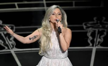 Lady Gaga actuó en la gala de los Oscars de 2015, lo cual fue muy comentado en las redes sociales