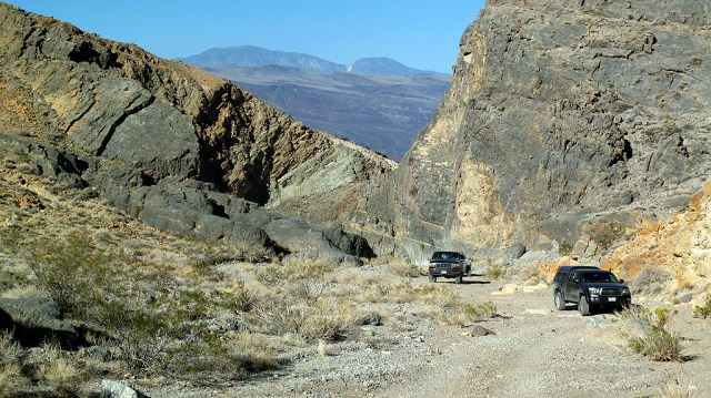 After leaving the valley floor and the dunes, we head up through Dedeckera Cayon.