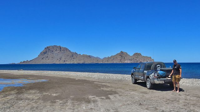 We're heading north quickly, but stop for a tailgate lunch on the beach at Ligüí.