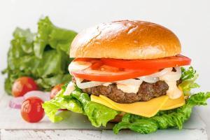 249р Сочный бургер гриль с говяжьей котлетом