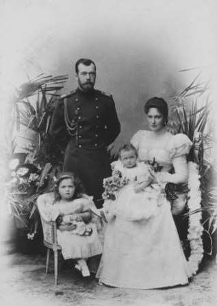 Nicholas-II-Alexandra-Olga-Tatiana