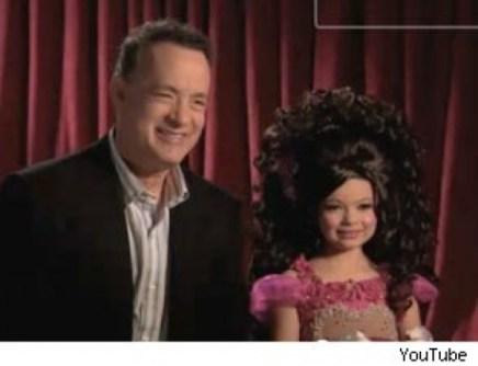 Leikarinn Tom Hanks og dóttir hans Sophie í einu atriða myndbandsins
