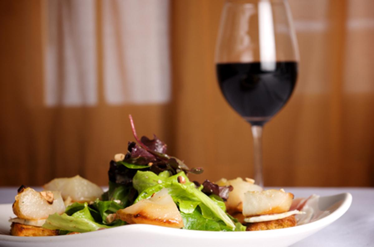 Salad-with-wine