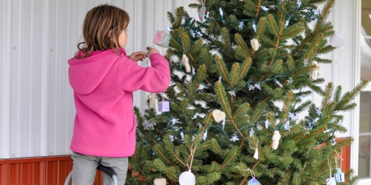 kids decorating christmas tree_blog_10