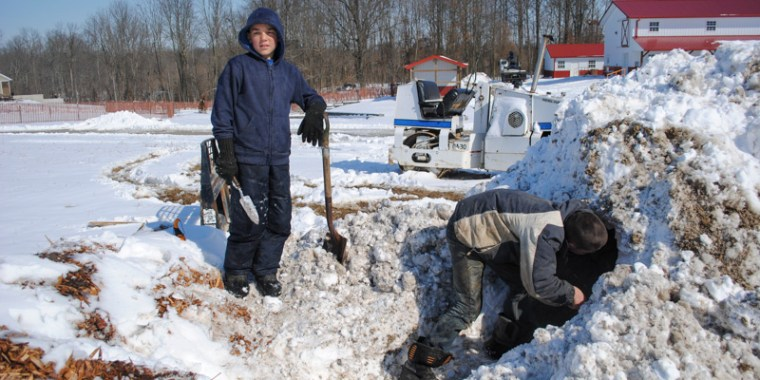 emery and greyden making snow fort_blog