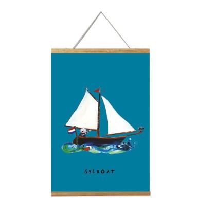 poster zeilbootje 20x30 van atelier Pjut in lijst. voor de nautische kinderkamer