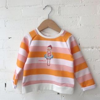 Vrolijk gestreepte kindersweater Famke. voor meisjes van 2-6 jaar van atelier Pjut in Leeuwarden