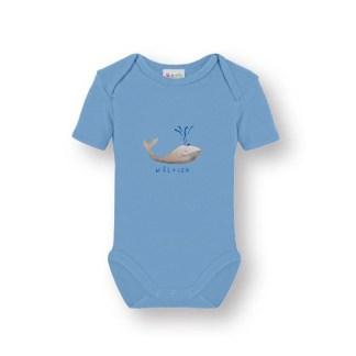 Babyromper met walvis is er in de maten 50/56, 62/68 en 74/80. Een mooie licht blauwe romper van biologische katoen met een vrolijke illustratie van de walvis