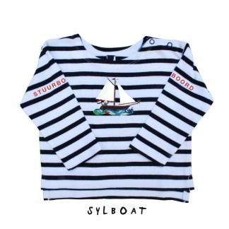 Streepshirt met zeilbootje voor kinderen van 0-6 jaar. Van biologisch katoen. De illustratie is van Inge Adema van atelier Pjut