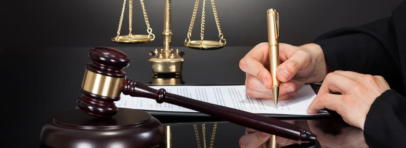 How to serve a legal notice in Pakistan through best lawyers